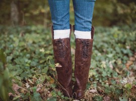 American Eagle, outdoors, fall style, casual style, aeo, aeo style, woods, cozy, sweater, boots